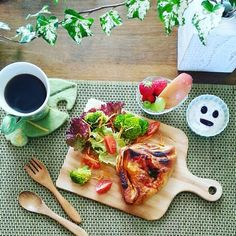 #morning #breakfast  #tablesetting  #fruits #yugurt  #smile #vegetable  #flower base  #pizza bread #magcup  #handdrip  #Coffee  #あさごはん  #料理写真 by okudayouko