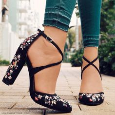 Jaw Dropping Ideas: Workout Shoes Quotes Running shoes for flat feet. Workout Sho shoes Jaw Dropping Ideas: Workout Shoes Quotes Running shoes for flat feet. Crazy Shoes, Me Too Shoes, Wedge Shoes, Shoes Heels, Heeled Sandals, Converse Shoes, 70s Shoes, Suit Shoes, Nike Shoes
