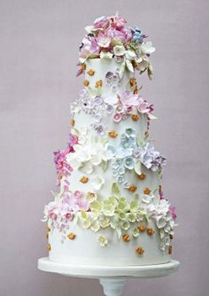 Bees and Blossoms ♥wedding cakes his is such a beautiful cake for spring. So…
