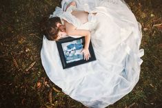 4 Year Old Girl Honors Her Late Mother By Wearing Her Wedding Dress In Beautiful Photo Shoot Little Girl Wedding Dresses, Wedding Dress Pictures, Mommy Daughter Dresses, Mom Dress, Ideas Para Photoshoot, 4 Year Old Girl, Baby Girl Photos, Bride, Photo Ideas