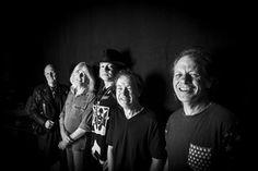 BLITZ – Veja a foto oficial dos AC/DC com Axl Rose, tirada em Lisboa