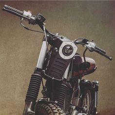 Regram @custom_flames by @motodubai #royalenfield #scrambler #ridewithstyle #custom #elegant #inspiration #instablogger #classicmotorcycle #design #matterofstyle #motorcycle #motorcycleart #enjoytheride