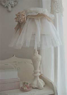 Shabby Chic ,does anyone else wonder why we haven't thought of things this simple. Simple and pretty