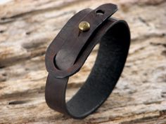 Men's bracelet .Hand made dark brown leather por eliziatelye