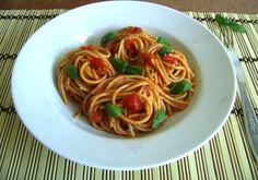 Spaghete cu sos de rosii si busuioc