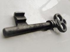 Antica chiave in ferro del 700'