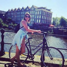 Amsterdã - Holanda 2014 Amsterdã e seus encantos... Bikes por todos os lados e muitos estacionamentos. O melhor e mais famoso meio de locomoção de Amsterdam. Não importa o clima, estação, distância ou ocasião, os holandeses sempre vão preferir se deslocar pela cidade em cima de duas rodas.