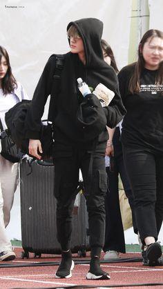 Nct Life, Jeno Nct, Airport Style, Airport Fashion, Kpop Fashion, Na Jaemin, Boyfriend Material, Jaehyun, Nct Dream