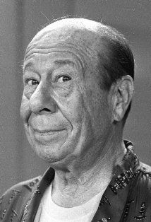 """Fittingly known to be a """"Leo"""" for his horoscope, Bert Lahr is always remembered as the Cowardly Lion in (and the farmer """"Zeke"""") The Wizard of Oz (. Vintage Hollywood, Classic Hollywood, Hollywood Men, Movie Stars, Movie Tv, Bert Lahr, Wizard Of Oz 1939, Beautiful Scenery Pictures, Cowardly Lion"""