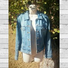 Vintage Old Navy denim jacket Vintage Old Navy denim jacket, early 2000s or late 90s. Light wash size medium. Excellent condition, no stains, rips, etc. Buttons are silver. Comment if measurements needed or any other questions.  ***Make offer***  #denimjacket #jeanjacket #oldnavy Old Navy Jackets & Coats Jean Jackets