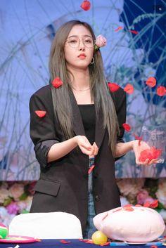 South Korean Girls, Korean Girl Groups, Gfriend Profile, Sinb Gfriend, Cloud Dancer, G Friend, Queen B, Pop Group, Kpop Girls