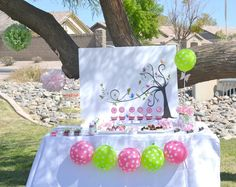 Picnic Balloon Decorations | We had a small picnic party to celebrate Spring! The girls were on ...