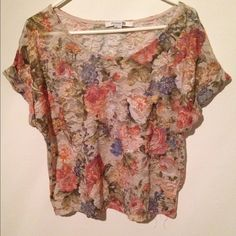 Floral top by forever 21 Floral design top , gently worn and in excellent condition Forever 21 Tops