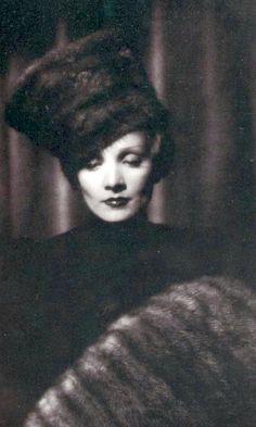 marlene dietrich - The Scarlet Empress -1934