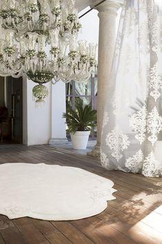 ROCOCO' - COLLEZIONE ITALIA  Un sontuoso ed opulento devorè con un importante motivo floreale