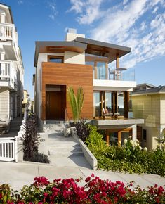 Fabulous exterior of the the 33rd Street Residence in Manhattan Beach, CA, designed by the senior partner @rocky1rpa and his team at the Rockefeller Partners Architects.