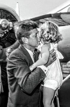 Vince Palamara ~ Mark Henderson ~ JFK leaves MA to fly to DC for a sitting of the US Senate farewelling CBK Jackie Kennedy, Jaqueline Kennedy, Les Kennedy, Robert Kennedy, American Presidents, Us Presidents, Celebridades Fashion, Familia Kennedy, John Junior