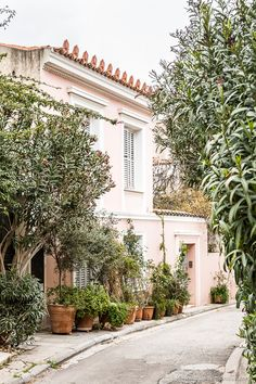 A pretty pink house surrounded by greenery in Plaka, Athens, Greece. Romantic Escapes, Romantic Places, Oh The Places You'll Go, Cool Places To Visit, Greece House, Pink Houses, Athens Greece, Europe, Greece Travel