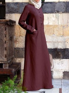 Sederhanan but still styling Iranian Women Fashion, Islamic Fashion, Muslim Fashion, Modest Fashion, Fashion Dresses, Abaya Designs, Muslim Dress, Hijab Dress, Abaya Mode