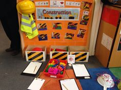 Construction theme mark making Play Based Learning, Early Learning, Construction Area Ideas, Construction Area Early Years, Eyfs Classroom, Classroom Ideas, Block Area, Block Center, Reception Class