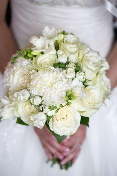 bouquet de mariée rose blanche , mumm commercial, rose spray, freesia  photographe : Elizabeth Delage