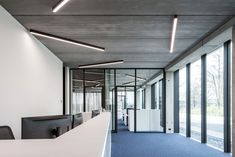 Zoutman - Roeselare | In need of office or ceiling lighting? These days, interior design is all about making a space truly your own by mixing and matching different elements. And that's where our SLD50, a refinement of the SL mini naked design, comes into play.  #productdesign #lightingdesign #architectural #design #lighting #interiordesign #inspiration #amazinglight #decoration #black #supermodular #sld50 Office Lighting, Lighting Design, Lighting Ideas, Exterior Lighting, Retail Design, Ceiling Lights, Interior Design, Architecture, Inspiration