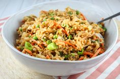 PF Chang's is one of my favorite places and I love their Fried Rice! It's really pretty easy to make and your whole family will love it! This recipe is ready in less than 30 minutes and you can add chicken to it to make it a meal. Chop Suey, Vegetable Fried Rice, Vegetable Dishes, Veggie Meals, Pf Changs Fried Rice Recipe, Rice With Beans, Bean Sprout Recipes, Cooking Jasmine Rice, Stir Fry Rice