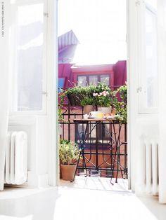 Risultati immagini per ikea mini balcony Outdoor Spaces, Outdoor Living, Outdoor Decor, Outdoor Balcony, Exterior Design, Interior And Exterior, Interior Balcony, French Balcony, Paris Balcony