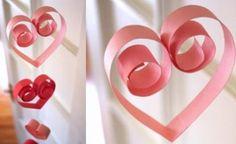 Mobile com corações de papel para o dia dos namorados