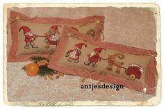 Kissen mit Weihnachtswichteln im Landart Stil von Antjes Design auf DaWanda.com