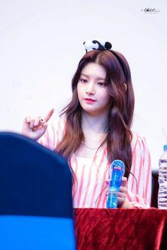 Yuehua Entertainment, Girl Group, Twitter, Entertaining, Shit Happens, Angel, Kpop, Random, Funny