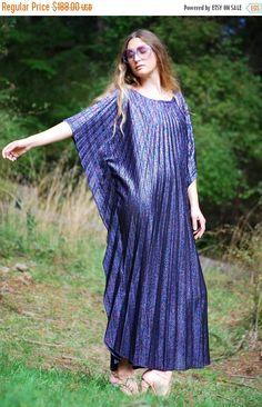 EN vente 60 s 70 s plissé taille Maxi robe par SurfandtheCity