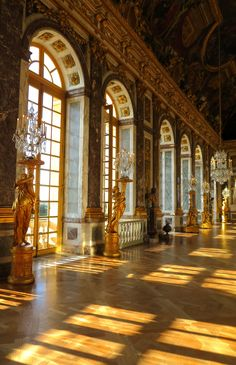 Evening sun in The Hall of Mirrors, Versailles. Beautiful Architecture, Beautiful Buildings, Art And Architecture, Beautiful Places, Versailles, Luís Xiv, Princess Aesthetic, Aesthetic Backgrounds, Environment Design