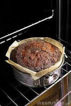 This article tells you exactly how to make a good old-fashioned fruitcake. These will make your mouth water, for they are complete with pictures. Have fun! Xmas Food, Christmas Cooking, Christmas Desserts, Christmas Cakes, Christmas Treats, Xmas Cakes, Vegan Christmas, Old Fashioned Fruit Cake Recipe, Baking Secrets