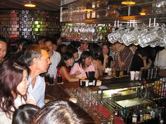 Best Pubs and Bars in Singapore http://thingstodo.viator.com/singapore/best-pubs-and-bars-in-singapore/