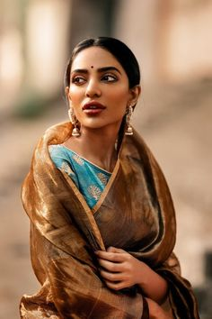 Gorgeous gold tissue saree paired with a brocade turquoise blue blouse Indian Attire, Indian Wear, Indian Outfits, Indian Clothes, Indian Photoshoot, Saree Photoshoot, India Fashion, Asian Fashion, Indian Aesthetic
