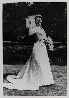 Wedding dress and veil        Place of origin:        Paris, France (designed)      London, England (fabric, retailed)      Date:        1957 (made)      Artist/Maker:        Jacques Fath (designer)      Dickins & Jones (fabric, retailer)