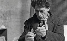 Ernst Scheidegger, Alberto Giacometti molding, Winter 1948/49 © Stiftung Ernst Scheidegger Archiv