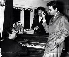 Music director Shankar of Shankar-Jaikishan duo, Pran and Dilip Kumar. Vintage Bollywood, Indian Bollywood, Bollywood Stars, Bollywood Pictures, Film Icon, Old World Charm, Bollywood Celebrities, In The Heart, Classic Movies