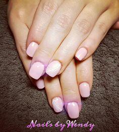Nieuwe set acryl nagels met baby pink gelpolish en witte veertjes nailart 🌸🌷🌸