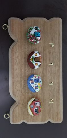 Pebble Painting, Pebble Art, Stone Painting, Crafts To Make And Sell, Diy And Crafts, Arts And Crafts, Painted River Rocks, Pebble Pictures, Flower Circle