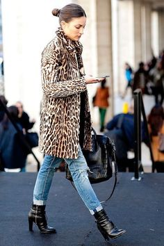Street Style: How to Make a Leopard Print Coat for Fall and… - Outfit. Style Work, Mode Style, Winter Outfits, Casual Outfits, Look Fashion, Womens Fashion, Fall Fashion, Feminine Fashion, Fashion 2018