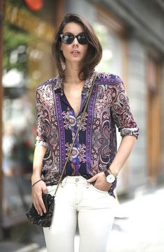 10 Must-Try Outfit Ideas [printed blouse + white jeans]