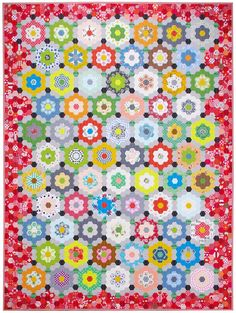 My Pandemic Quilt - Grandmother's Flower Garden Quilt | © Red Pepper Quilts 2020 #englishpaperpiecing Quilting Tips, Machine Quilting, Quilting Projects, Hexagon Quilt, Hexagons, Hexagon Patchwork, International Quilt Festival, Traditional Quilts, English Paper Piecing