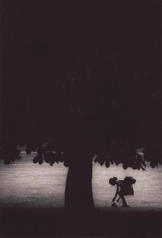 Michael Crouser  Girl and Tree from the series Sin Tiempo
