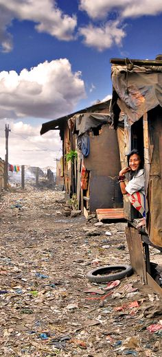 Smokey Mountain - The Slums of Manila where the poorest of the poor make a living by picking up garbage | 20 Photos of the Philippines that will make you want to pack your bags and travel | © Sabrina Iovino | via @Just1WayTicket