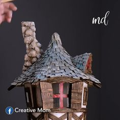 Make this enchanting DIY fairy house and let your imagination wander for the upcoming holidays 🌌💓🎄! Diy Crafts Hacks, Diy Home Crafts, Diy Arts And Crafts, Creative Crafts, Crafts For Kids, Creative Ideas, Diy Fairy Door, Cardboard Crafts, Cardboard Recycling