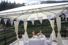 Kaffeetisch für Zwei auf dem Floss - Mr & Mrs - kleine Hochzeit zu Zweit in…