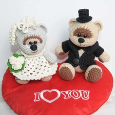Amigurumi wedding bears is a wonderful gift for especial grand event! Create it by your own using this Amigurumi Wedding Bears Crochet Pattern!