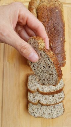 MĚKOUČKÝ LNĚNÝ CHLEBA S PSYLLIEM BEZ ŠPETIČKY MOUKY | Fitarian.cz Dukan Diet Recipes, Low Carb Recipes, Cooking Recipes, Healthy Recipes, Low Carb Bread, Low Carb Keto, Gluten Free Sweets, What To Cook, Healthy Cooking